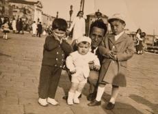 Massimo Donà con il padre, il fratello e il cugino