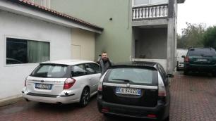 Michele Polga esce dall'auto. Ha appena parcheggiato davanti allo studio di registrazione. Tra poco si comincia a registrare