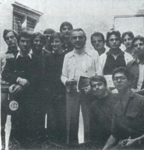 Foto storica... doveva essere il 1978 o il 1979....non ricordo bene... eravamo a Venezia. GIORGIO GASLINI con gli allievi di un laboratorio... si vedono i giovanissimi Massimo Donà, Marcello Tonolo, Pietro Tonolo, Luca Cerchiari, Paolo Damiani etc etc