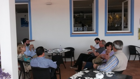 ALcuni protagonisti della SUMMER SCHOOL di Castelsardo (giugno 2016), insieme a COURTINE sulla terrazza dell'albergo