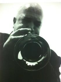 Massimo Donà durante un 'solo' alla tromba