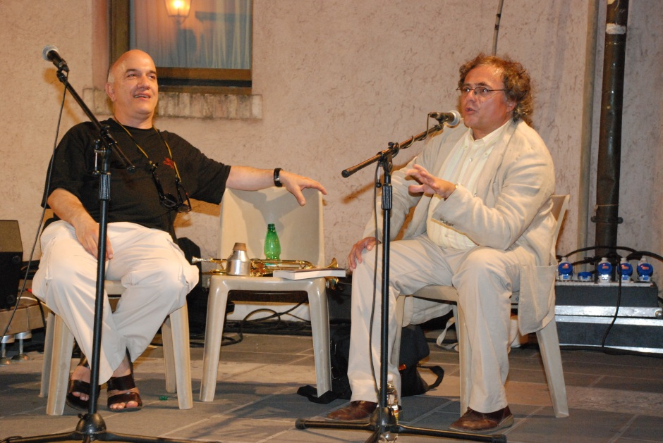 Don+á e Taglipetra durante una conferenza