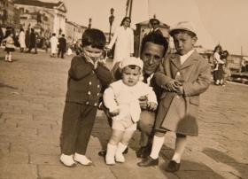 Massimo Donà con cappellino bianco...un po' imbronciato?