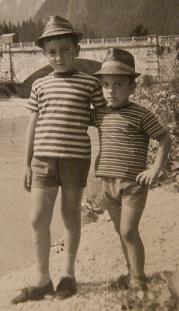 Massimo e Claudio Donà in montagna.... che tipi da spiaggia, però!