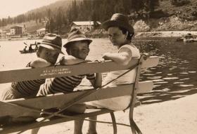 Massimo, Claudio e la mamma Maria in gita al lago di Misurina...cappelli a go-go !