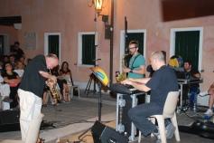 Massimo Donà in concerto a MIRANO (VE), con Michele Polga al sax e Bebo Baldan alle tastiere. Siamo nell'estate del 2009.