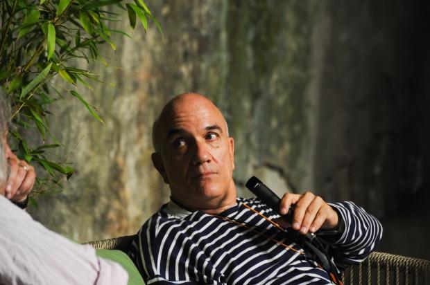 Massimo Donà mentre dialoga con Enrico Rava