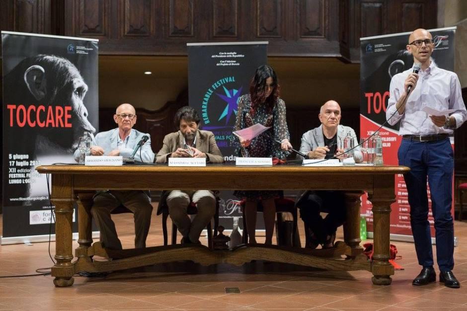Massimo Donà alla premiazione di Massimo Cacciari (a FILOSOFI LUNGO L'OGLIO) - giugno 2017 (Palazzolo sull'Oglio) i