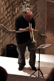 Massimo Donà durante una performance a POTENZA con TIZIANO SCARPA
