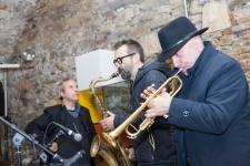 In concerto ad Astino (Bergamo), nelle cantine del Monastero, il 22 ottobre 2015. Massimo Donà, Michele Polga e David Riondino.