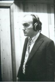 Un giovane M. Donà in studio di registrazione a Mestre