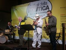 Performance-Reading di Massimo Donà, Michele Polga, Davide Ragazzoni e Vincenzo Vitiello: PAROLE SONANTI. 13 settembre 2015 a MESTRE all'interno del FESTIVAL DELLA POLITICA.