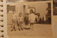 Massimo Donà con il fratello e i cugini Antonella e Enzo Manzi