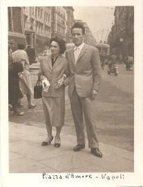 Roberto Donà e Maria Manzi in viaggio di nozze a NAPOLI, nel 1953.