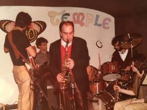 Massimo Donà in una delle poche e e rarissime foto con il sax (con lui stanno suonando Luciano De Marchi e Marc Abrams)