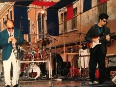 Massimo Donà, Maurizio Trionfo e Davide Ragazzoni in concerto in piazza Ferretto a Mestre nella prima metà degli anni 80