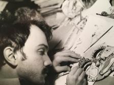 Massimo Donà mentre dipinge una maschera da lui stesso creata (era giovane e con i baffi)