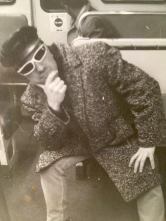 Massimo Donà negli anni 70 (o inizio anni 80), credo.... a Parigi in metro, in cerca di guai