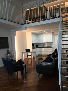 Carlo Sini e Florinda Cambria nel loft in cui si svolgono le attività dell'associazione MECHRI'