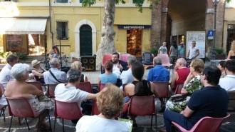 Davide Grossi tiene un seminario all'aperto durante il festival FILOSOFIA SOTTO LE STELLE a Cervia - potrebbe essere il 2016 o il 2017 (