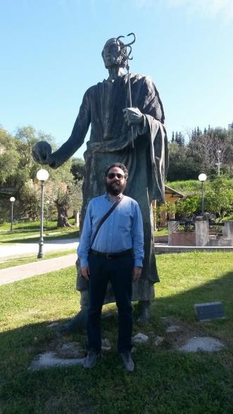 Luca Nolasco a VELIA davanti alla statua di PARMENIDE