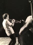 Massimo Donà mentre si esibosce in concerto con la sua tromba... parecchi anni fa