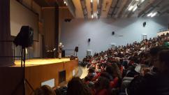 Massimo Donà parla davanti a 400 studenti durante il Festival della filosofia in Magna Grecia nell'aprile del 2017