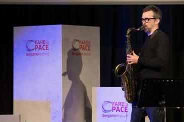 Michele Polga durante il concerto del M.DONA' TRIO a BERGAMO (4 maggio 2017)
