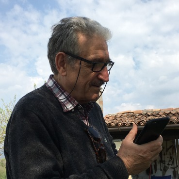 Michele Zaggia nel giardino dei coiugi De Martin (CLAN VERDURIN)