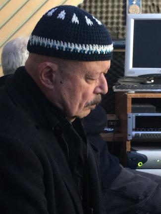 CLAUDIO FASOLI ascolta il proprio solo in un brano di IPERBOLICHE DISTANZE (iniizio 2019)